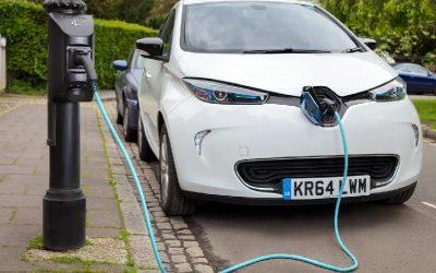 Las ventas de vehículos eléctricos crecen un 121% en Europa, pero solo un 2% en EE.UU. y un 66% en China