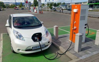 Última semana para observar normativa sobre cargadores para vehículos eléctricos en estaciones de Colombia