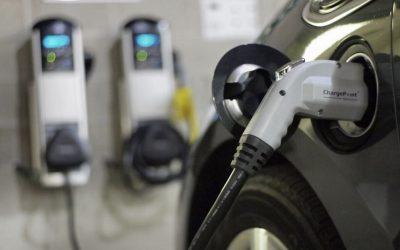 Señales a los fabricantes: El Gobierno estandariza los conectores para cargar vehículos eléctricos en Colombia