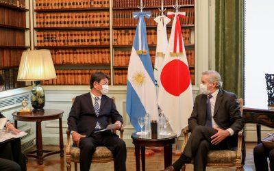 Canciller argentino pide a Toyota que avance con proyectos locales de fabricación de baterías de litio