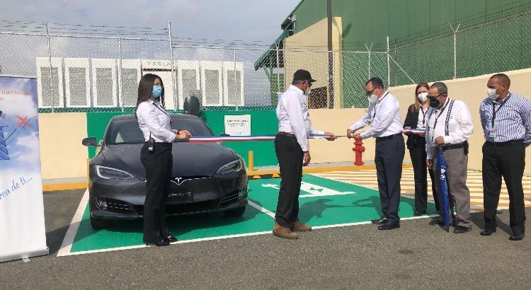 Aeropuerto Cibao instala estaciones de carga para vehículos eléctricos de forma gratuita en República Dominicana