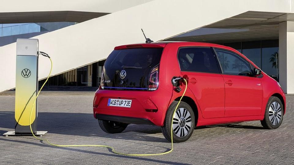 Ex vicepresidente argentino presentó proyecto para promover el uso de vehículos eléctricos