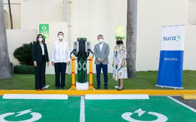 Seguros Sura instala puntos de carga para vehículos eléctricos en República Dominicana