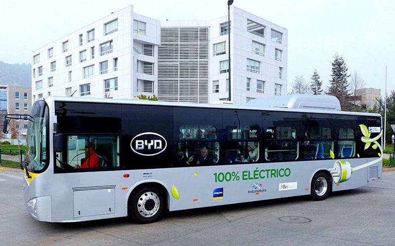 BYD almacenaría energía solar en baterías para electrificar buses en República Dominicana