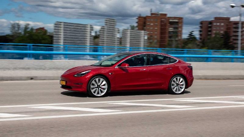¿Cuáles son los coches eléctricos más populares en Internet?
