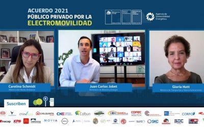 Gobierno y empresas acuerdan duplicar modelos de vehículos eléctricos y puntos de carga públicos en Chile