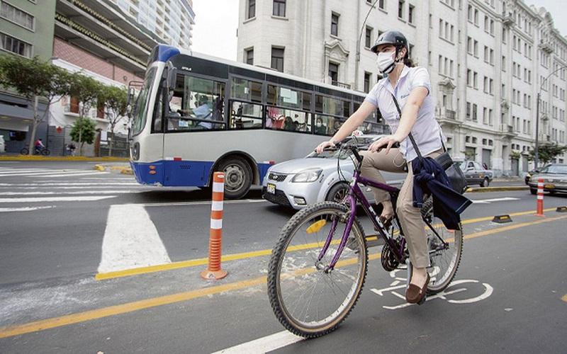 Compañías de seguros se lanzan de lleno al negocio de las bicicletas y patinetas en Latinoamérica