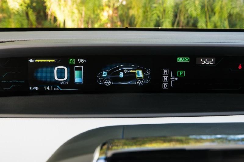 Toyota y Subaru líderes: Radiografía de las ventas de vehículos eléctricos e híbridos en Chile