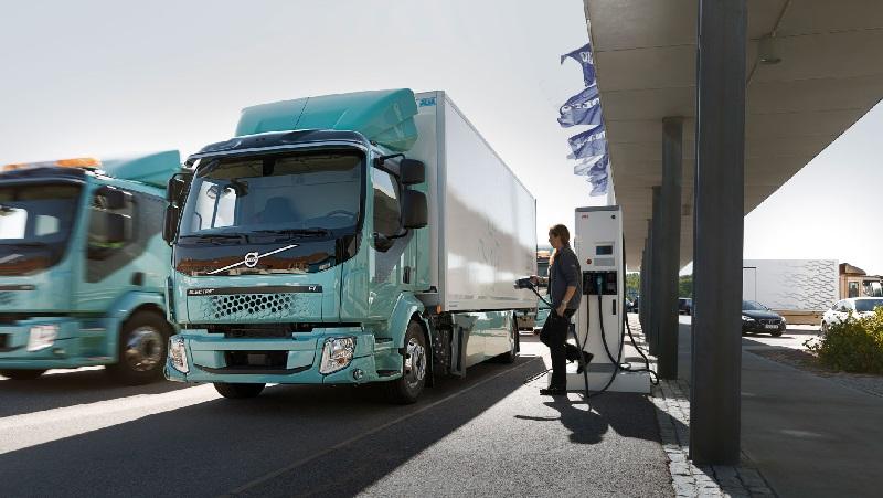 Hito: Italia autoriza la reconversión de camiones diésel a eléctricos