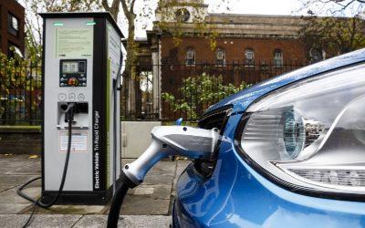 Alerta en España: ventas de vehículos eléctricos necesitan 13.500% para cumplir la ley de cambio climático