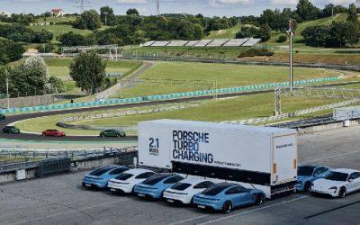 Por primera vez fuera de Alemania, una unidad móvil carga 10 Porsche Taycan a la vez