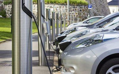 Estudio abre debate: ¿Cuántos puntos de carga para coches eléctricos necesita España?