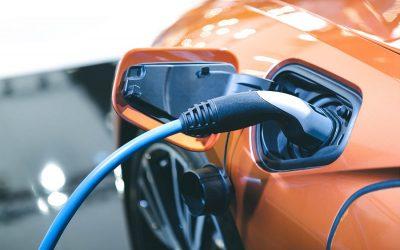 Colombia estandariza conectores para vehículos eléctricos y autoriza el cobro por la recarga