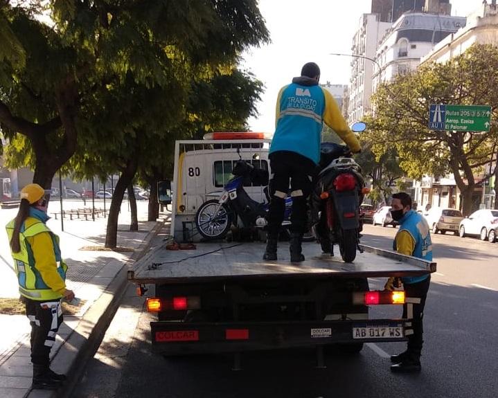 Le devolvieron la moto eléctrica secuestrada a Bertenasco y relata su experiencia para circular en Argentina