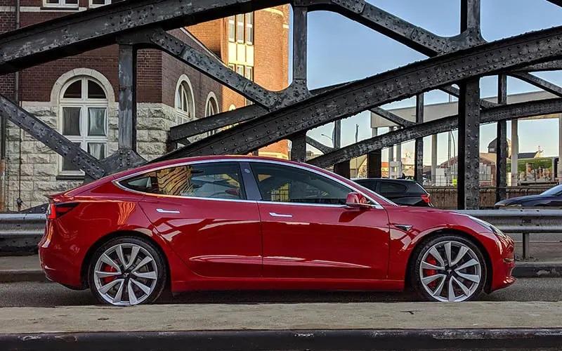 """Ya se puede acceder a coches eléctricos de Tesla en leasing """"accesible y flexible"""""""