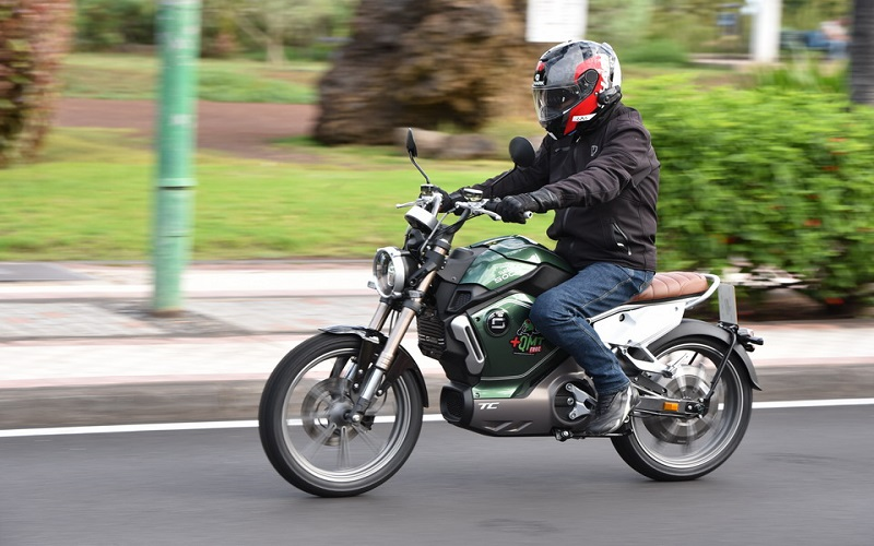 Si bien las motos eléctricas lideran la importación piden por más cargadores en República Dominicana