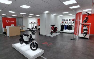 NIU abre Flagship Store con nuevos modelos de motos y scooters eléctricos en Chile