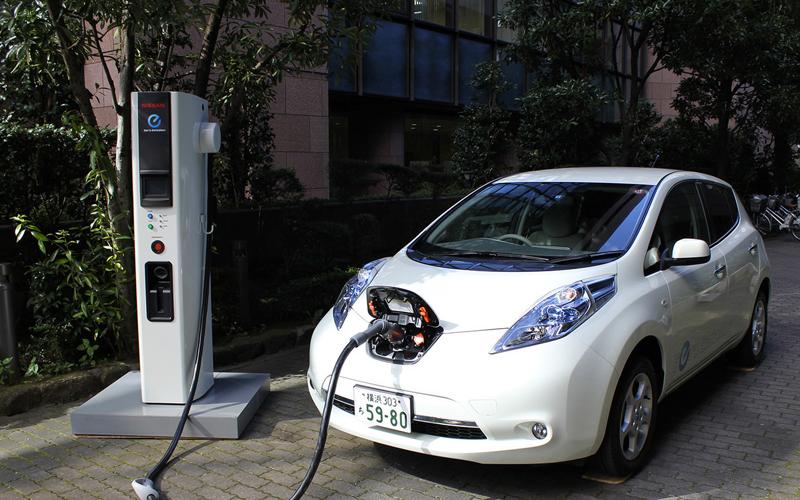 Grupo de ciudadanos propone puntos de recarga para vehículos eléctricos en todos los barrios