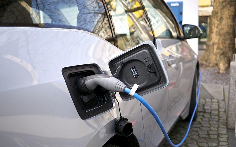 """Rivero: """"Debe equipararse el costo del eléctrico al de combustión con un Plan Moves mucho más fuerte"""""""
