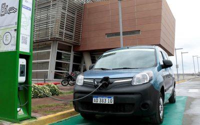 Neuquén convoca a las automotrices a invertir en movilidad eléctrica