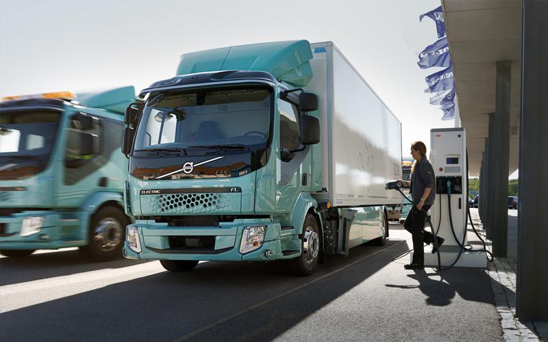 Daimler solicita nuevas regulaciones para electrificar flotas y frenar importaciones de Estados Unidos